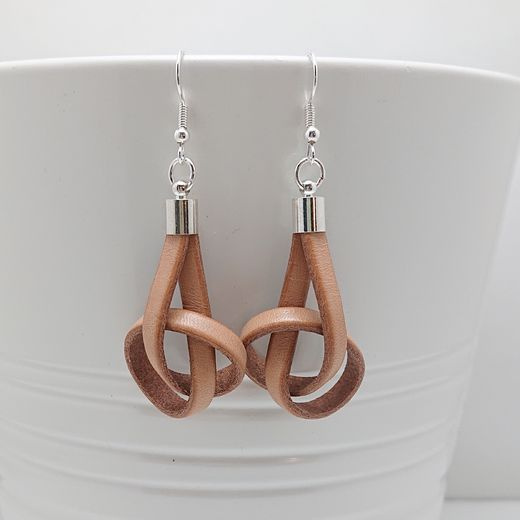 Natural Brown Knot
